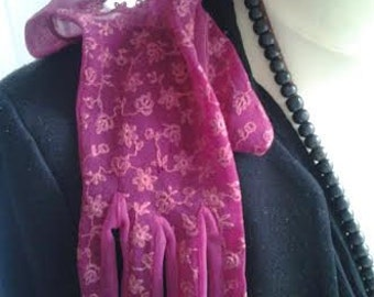 Lace gloves in Burgundy