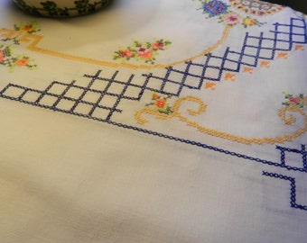1950s Table Linen Tablecloth Rose and Trellis Cross Stich. Sunday Best Afternoon Tea Tablecloth. Elegant Home Decor Table Linen Dining Room