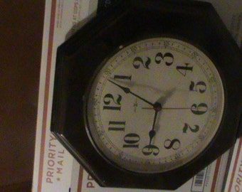 """Vintage Howard Miller Wood Wall Clock Works 15""""x14"""" Free Shipping"""