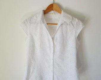 White blouse with embroidery of flowers (cutting curved, short-sleeved, size 36)