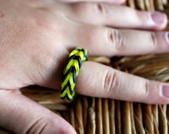 Rainbow Loom Ring ~ Rubber band Ring in Black and Yellow
