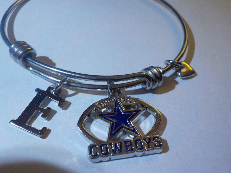 dallas cowboys charm bracelet with team logo inside the. Black Bedroom Furniture Sets. Home Design Ideas