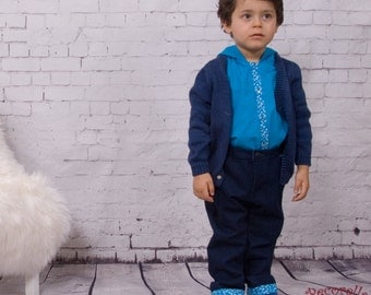 Baby boy cardiagan in plain navy blue, hand-knitted
