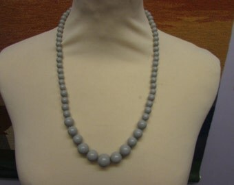 1960s pale grey graduated round bead necklace