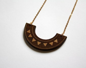 Wooden aztec necklace, wood geometric collar, triangle pattern, graphic jewelry, original jewel made in France, brown and metal gold color