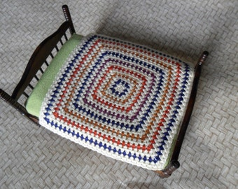 Crochet dollhouse afghan, miniature granny square, dollhouse blanket, dollshouse bed cover in one inch scale, miniature bedspread