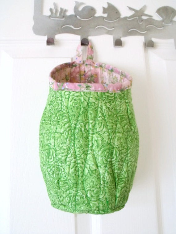 door handle bag, hanging pod, quilted hanging organiser, key storage, phone holder, do not forget bag, fabric pouch