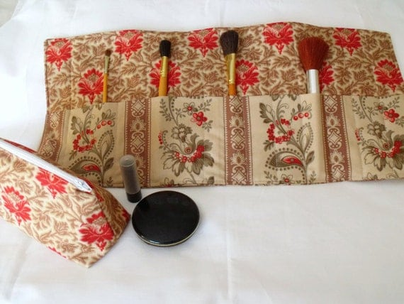 make up gift set, cosmetic gift set, make up brush holder, zipped pouch, coin purse, beige, red and green Moda fabric