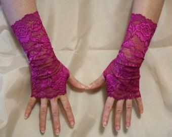 Purple Red Lace Fingerless Gloves  / Burlesque / Gothic / Steampunk / Caberet / Bohemian / Elegant / Romantic / Vintage / Victorian