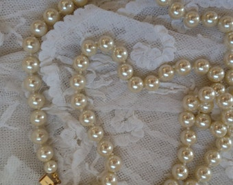 Nice vintage faux pearl necklace Carolee