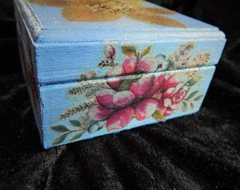 Beautiful Blue Trinket Box ~ Floral ~ Shabby Chic