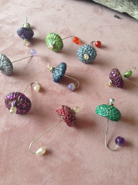 Tiny umbrellas fairy garden decor made from natural for Decorative items made by waste material