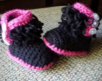 new born baby booties /handmade shoes/crochet baby shoes .black in hot pink baby booties