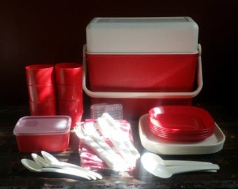 Vintage Red & White KETER Camping/Picnic Serving Dish Set w/Carrier Case. Plates, Cups, Utensils, Tablecloth, Salt N Pepper. Made In Israel.