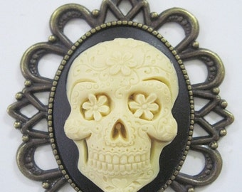 Retro vintage cameo necklace sugar skull mexican day of the dead rockabilly pin up
