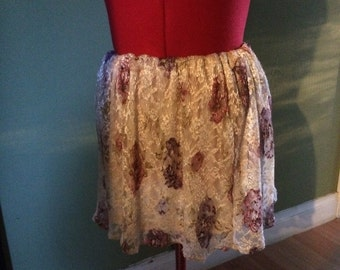 Short vintage style lace skirt