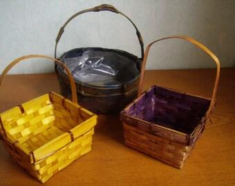 Adorable set of 3 small plaited baskets, vintage