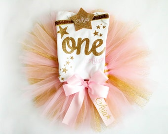 First Birthday Girl Outfit, Personalized Twinkle Twinkle Little Star Theme in Pink and Glitter Gold including Tutu, Bodysuit, Headpiece