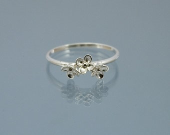Dainty flower ring in 925 sterling silver