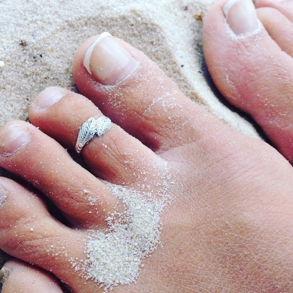 Sterling silver toe ring. boho chic ring. gypsy ring. fitted toe ring. open end ring. foot jewlery. beach jewelry. beach wedding.