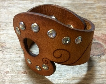 "Genuine Leather Cuff ""girlie"""
