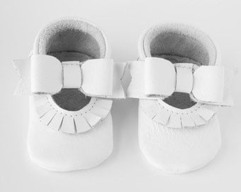 White Mary Jane Moccasins, Ivory Baby Moccasins / Toddler Moccasins,  White Bow Moccasins, Leather Infant Shoes, Crib Shoes