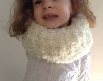 Hand Knitted Off White Snood For Girls Made From Fur Wool, Handmade Chunky Knit  Infinity Scarf For Kids, Children Cowl Made Fur Wool