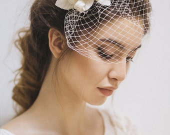Wedding Hairpiece, Wedding fascinator, Bridal Flower Fascinator, Flower Bridal Headpiece, Wedding Hair Accessories