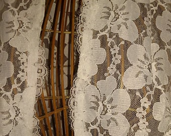 """Wedding vintage""""magnificent mantle of wedding lace with train size 42/44"""