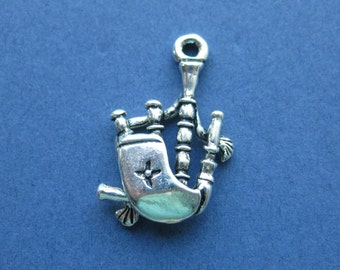 5 Bagpipe Charms - Bagpipe Pendants - Bagpipes - Instrument - Antique Silver - 28mm x 17mm  --(No.10-10026)