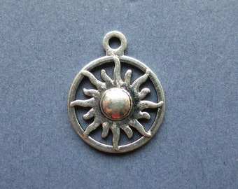 10 Sun Charms - Sun Pendants - Sun Starburst - Antique Silver - 20mm x 16mm -- (No.75-10645)