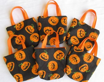 Set of 6 Halloween Fabric Gift Bags/ Party Favor Bags/ Halloween Goody Bags