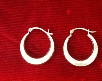 10 Kt Yellow Gold Beautiful Hoop Earrings. 0.7 gm.