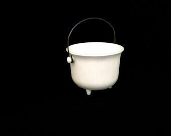 Milk Glass Novelty Kettle                      VG2004