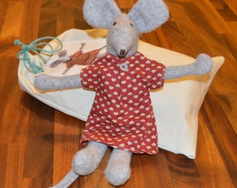 KitBagMouse - 'Mabel'    A felt soft toy kit all supplies included.