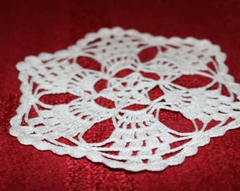 Crochet doily, Round crochet doily, Mini doily,Handmade doily,white doily, crochet lace doily,Christmas table decoration, wedding decoration