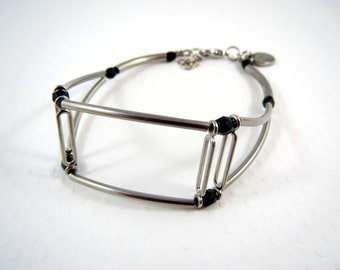 Bracelet with stainless steel tube and black crystals