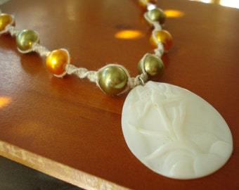 Mother of pearl flower pendant hemp necklace with glass pearls