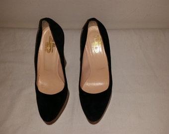 Sweden style black hoof shoes