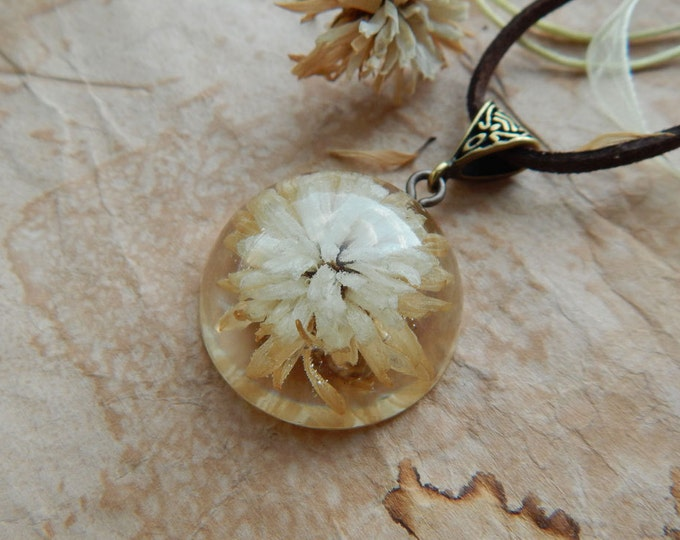 Epoxy resin aster pendant, dry flower jewelry, white and brown, real flower, hemisphere pendant, round necklace, flowers in the epoxy