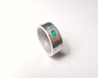 Ring with Natural Emerald Anello con Smeraldo Naturale anneau d'émeraude Ring mit Smaragd Anillo con Esmeralda кольцо с изумрудом エメラルドと環