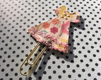 L115-Lil Paper Dresses Clip, decorative paper clips and book marks shaped like dresses