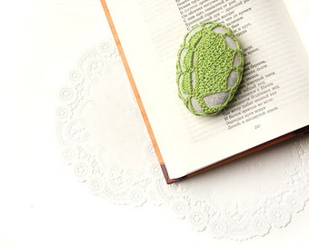 Crochet Covered Stone, Lace Stone, Paperweight, Home Decor, Beach Wedding, Crochet Leaf,  Light Green