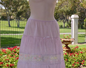 Vintage Pink Rockabilly, Rock and Roll, silky nylon and lace half slip, Size 12-14 (179)