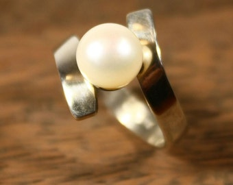 Silver asymmetric ring with white pearl