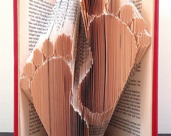 BABY FEET - Book Folding Pattern. DIY gift for folded book art. Very easy step by step instructions. No measuring required