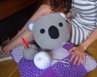 Pad of crochet with face of koala, for children made by hand