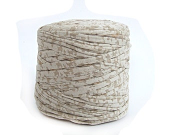 Spotted oatmeal bulky T-shirt yarn, recycled t shirt yarn, tshirt yarn, recycled cotton yarn, jersey yarn, tricot yarn, carpet bulk yard