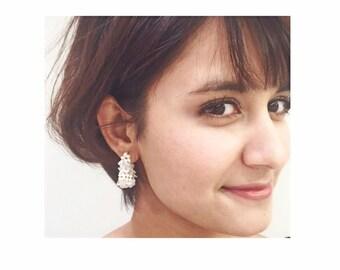 SHELL × CRYSTAL EARRINGS