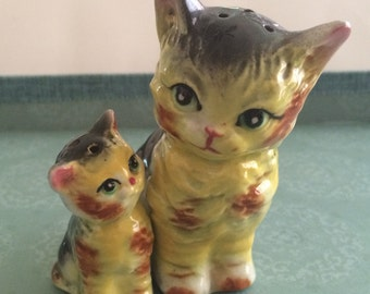 Kitty Cat Mother and Kitten Love Salt and Pepper Shakers